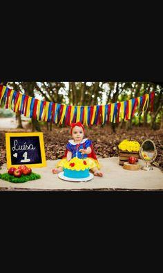Smash the cake snow white