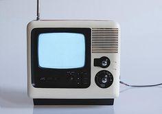 Smart home TV pole Retro Futuristic, Futuristic Design, Mini Tv, Portable Tv, Vintage Television, Home Tv, Sound & Vision, Vintage Tv, Gadgets