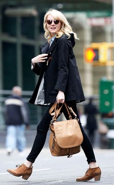 """Emma Stone carrying her Barbara Bui """"Air"""" side pack"""