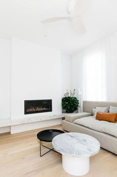 C+M Studio have upped the ante with their latest renovation project in Sydney. The Paddington Project is the design duo& second Open House listing. Living Room Interior, Living Room Decor, Living Spaces, Home Fireplace, Fireplace Design, Fireplaces, Wall Behind Bed, Australian Interior Design, Home Fashion