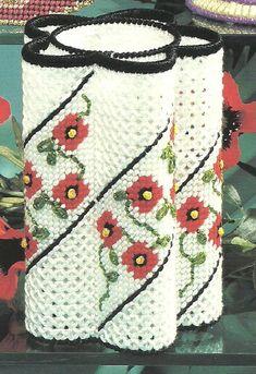 Digital Pattern Vase Precious Poppies 10 or 7 ct Mesh Plastic Canvas Plastic Canvas Crafts, Plastic Canvas Patterns, Tissue Box Covers, Tissue Boxes, Craft Free, Leather Bags Handmade, Digital Pattern, Rug Hooking, Yarn Crafts