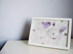 Krásenky Akvarelová malba na akvarelovém papíře, rozměr 21 x 29 cm, kresba, tužka, grafické fixy - odstín zlatá, černá. Signováno 2012, cena bez rámu.