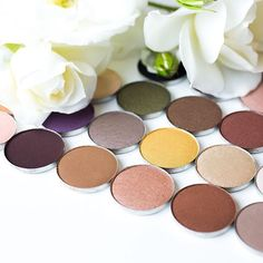 From subdued sophisticate to bonafide bombshell, our blendable shadows will help you look pretty darn gorgeous. #Arbonne #ArbonneMakeup