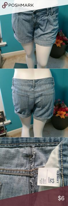 Size 12 Old Navy Pleated Jean Shorts These can as part of a bundle that I ordered but these were not the style that I was looking for. Old Navy Shorts Jean Shorts