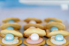 Clam + Pearl cookies at a Bubble Guppies Under The Sea Party.... Such Cute Ideas