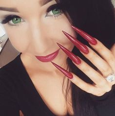 Red Stiletto nails for a special evening Red Stiletto Nails, Sexy Nails, Hot Nails, Nails On Fleek, Long Black Nails, Long Fingernails, Exotic Nails, Claw Nails, Almond Acrylic Nails