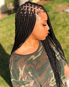 Box braids are versatile and always look gorgeous. One of the must-have styles is long box braids. These long braids can be a variety of lengths from the bottom of the back and beyond! We love these super stylish braids! Short Box Braids, Blonde Box Braids, Long Braids, Medium Box Braids, Small Braids, Long Cornrows, Micro Braids, Medium Hair, Box Braids Hairstyles For Black Women