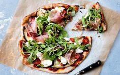 Her er en god og nem opskrift på pizzadej, hvor der bruges 40 % fuldkornsmel.