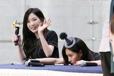 These two are sooo different  #yultae #yuri #taeyeon #snsd #유리 #태연 #소녀시대