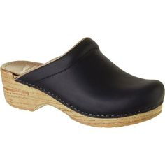 Arts festivals are always a mixed bag. On the one hand, you get to build relationships with customers, new and old, but on the other, they mean exhausting hours on your feet. Good thing you have the Kansko Women's Sonja Oiled Clog to keep you comfortable. Crafted from a rich oiled leather, this slip-on clog offers casual style to keep you looking presentable as you talk to customers and sell your wares.