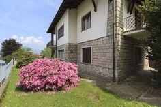 Villa for renovation on the hill of Stresa