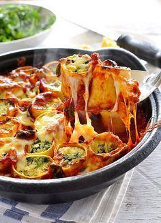 Überbackene Nudeltaschen mit Spinat und Ricotta   26 unfassbar gute Nudelgerichte aus dem Ofen, die Dich wärmen werden