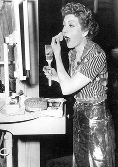 Claudette Colbert on the set of 'The Egg and I. Hollywood Vanity, Old Hollywood Glamour, Golden Age Of Hollywood, Vintage Hollywood, Classic Hollywood, Divas, It Happened One Night, Claudette Colbert, Old Movie Stars