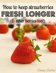 How to keep strawberries fresh ~ I think this definitely helped! Seitan, Healthy Snacks, Healthy Eating, Healthy Recipes, Yummy Recipes, Food Hacks, Food Tips, Baking Tips, Fruits And Veggies