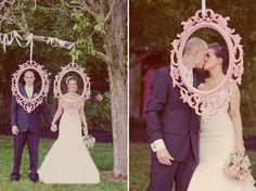 {Love Notes}. El blog de bodas de Vintage & Chic: {Ideas para decorar el photocall o photobooth de tu boda}