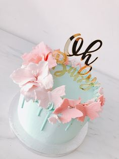 Chocolate and strawberry cake - HQ Recipes Butterfly Birthday Cakes, Baby Birthday Cakes, Butterfly Cakes, Simple Gender Reveal, Baby Gender Reveal Party, Baby Reveal Cakes, Gender Reveal Cakes, Gender Reveal Decorations, Cupcake Cakes