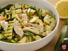 A tasty second summer? Chicken salad is the one for you! Healthy Cooking, Healthy Eating, Healthy Recipes, Cena Light, I Love Food, Good Food, Fruit And Veg, Carne, Light Recipes