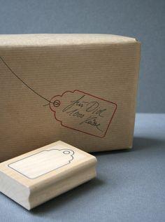 So macht man sich sein Etikett einfach selbst. Einfach stempeln und beschriften oder bestempeln, oder beides. :) Den Faden kann man sich ganz leich...