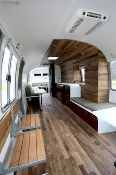 """Excellent photo set of 1985 Airstream 345 Motorhome. (One of the """"real"""" Airstream motorhomes, from when the bodies were made like Airstream trailers. Airstream Motorhome, Airstream Remodel, Airstream Renovation, Airstream Interior, Trailer Interior, Airstream Decor, Airstream Caravans, Airstream Living, Airstream Vintage"""