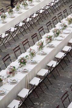 Mise en place per matrimoni. Allestimento tavola per matrimonio all'aperto. Preludio Noleggio, attrezzature per catering eventi. Open air wedding table setting for your wedding in Italy.