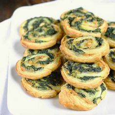 Spinach and cheese rolls Vegetarian Recipes, Veggie Recipes, Cooking Recipes, Healthy Recipes, Diner Spectacle, Brunch, Snacks Für Party, Appetisers, Finger Foods