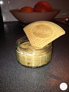 Il vous reste des petits biscuits spéculoos, et vous avez une petite envie gourmande ? Découvrez ma recette de mousse au spéculoos.