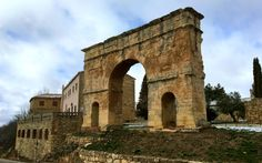 Acompañamos a descubrir Medinaceli, uno de los Pueblos más bonitos de España, que se encuentra en Soria y está esperandonte para que lo conozcas