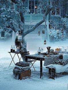 Lantaarns in bomen geven een mooie en warme sfeer in je tuin in de winter