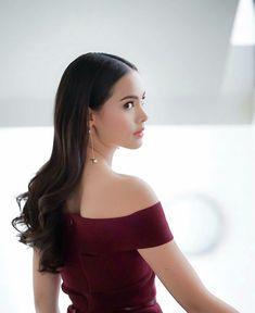 Urassaya Sperbund Hailey Baldwin, Thai Fashion, Very Beautiful Woman, Celebrity Stars, Ulzzang Korean Girl, Cute Girl Face, Beauty Portrait, Photos Of Women, Celebs
