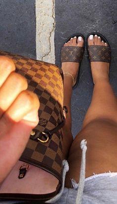 Dr Shoes, Hype Shoes, Me Too Shoes, Louis Vuitton Shoes, Vuitton Bag, Louis Vuitton Handbags, Lv Handbags, Louis Vuitton Neverfull, Sneakers Fashion