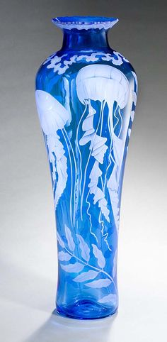Cynthia Myers glass vase with jellyfish. This is an unusual shape for a vase which gives it something extra! ️LO