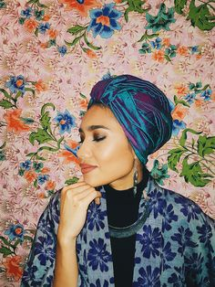 Yuna Singer, Eid Al Fitr Celebration, Hair Scarf Styles, Batik Art, Turban Style, Pop Singers, Scarf Hairstyles, Traditional Outfits, Head Wraps