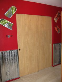 Boys bedroom on pinterest by jeanette kreutzer bmx for Bmx bedroom ideas