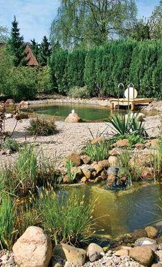 Baden im eigenen Schwimmteich ist Urlaub pur: Durch die Bausatz-Montage in Eigenregie können Sie mit diesem Badeteich rund 8000 Euro sparen!