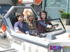 Smallville, Movies Showing, Movies And Tv Shows, Icarly Carly, Superman, Icarly And Victorious, Alexander Kent, Nickelodeon Shows, Sam And Cat
