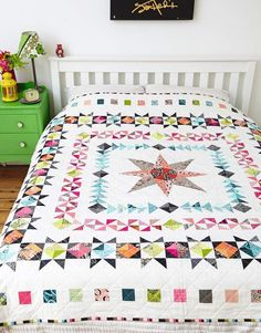 Medallion Quilt, by Lynne Goldsworthy of Lily's Quilts for Love #HST #textile #pattern