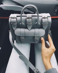Image discovered by Sony Domm. Find images and videos about girl, fashion and style on We Heart It - the app to get lost in what you love. Purses And Handbags, Leather Handbags, Leather Bag, Leather Backpack, Sac Speedy Louis Vuitton, Dior, Kelly Bag, Accesorios Casual, Girls Bags