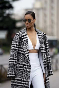 Attendees at Paris Fashion Week Fall 2020 - Street Fashion Best Street Style, Street Style Looks, Catwalks, Paris Fashion, Blazer, Jackets, Outfits, Women, Down Jackets