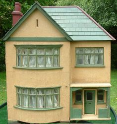 A Most Unusual 1920s/1930s House....But Was It Meant To Be A Toy? By Celia Thomas - KT Miniatures - Dolls' Houses Past & Present