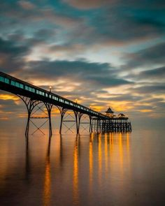 Who would you like to stroll down this Victorian era pier with?  📍 Clevedon, England, by @josh.perrett on Instagram.
