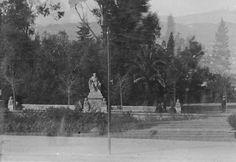 Plaça Neptú amb la Font de Neptú, abans de la construcció de la Fundació Joan Miró. Fons fotogràfic Salvany (Biblioteca de Catalunya)