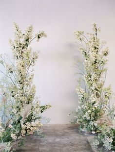 We are head over heels in love with this elegant wedding editorial that is simply poetic. California wedding vendors have outdone themselves using delicate wild flowers and daisies that overflow from every corner. Botanical Wedding, Floral Wedding, Elegant Wedding, Gold Wedding, Rustic Wedding, Wedding Arch Flowers, Wedding Bouquets, Early Fall Weddings, Outdoor Wedding Decorations