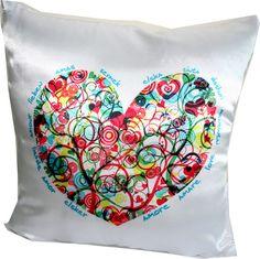 Almofada estampa coração bem colorido, com zíper. Muita cor, estilo e amor!
