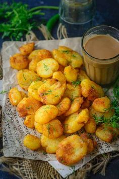 Aloo Tuk or Sindhi Tuk is a delicious double fried potato dish that is quite addictive. Eat it as snack or serve it as a side with any meal, you are going to fall in love with it. Here is how to make Aloo Tuk or Sindhi Tuk. - Aloo Tuk or Sindhi Tuk Veg Recipes, Indian Food Recipes, Asian Recipes, Vegetarian Recipes, Cooking Recipes, Snack Recipes, Vegetarian Biryani, Potato Snacks, Potato Dishes