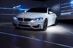 Mit einem ersten kurven Video von der CES 2015 liefert BMW weitere Eindrücke von der in Las Vegas präsentierten Lichttechnik-Studie: Das BMW M4 Iconic Ligh