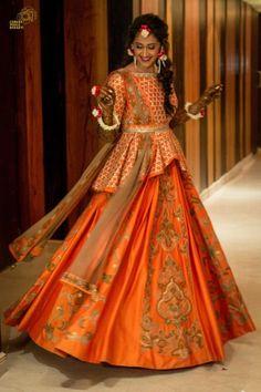 Offbeat Mehendi Outfits Spotted On Real Brides Lehnga Dress, Lehenga Blouse, Peplum Blouse, Cape Lehenga, Anarkali Suits, Banarasi Lehenga, Indian Lehenga, Lehenga Designs, Saree Blouse Designs
