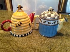 Bubble bee tea pots. How cute are these? A friend is lending these to decorate my Queen Bee party