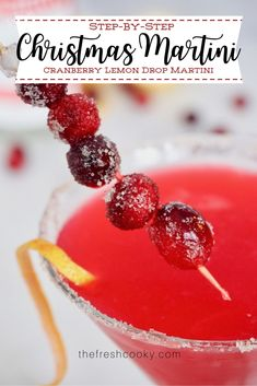 Simple step-by-step instructions and recipe for this beautiful Christmas Martini. A festive twist on a classic Cranberry Lemon Drop Martini. Recipe on The Fresh Cooky Thanksgiving Desserts Easy, Great Desserts, Fall Desserts, Dessert Ideas, Lemon Drop Martini, Christmas Martini, Christmas Cocktails, Holiday Drinks, Craft Cocktails
