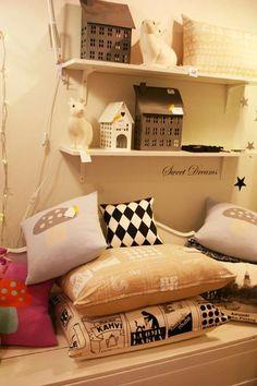 Leenaelina shop display