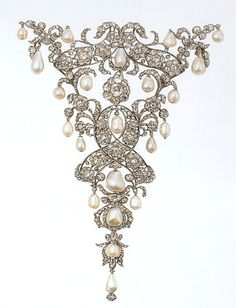 """Devant de corsage"" in diamonds and pearls, German states manufacture, 1710-20, Schatzkammer of the Residenz Museum-Monaco-"